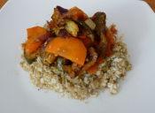 Prepara cous cous de quínoa y coliflor con verduras salteadas