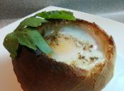 Cómo preparar huevo a la copa dentro de un pan