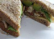Prepara un sándwich de pollo especial