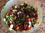 Prepara una ensalada de porotos negros