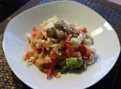 Hacer ensalada fresca con vinagreta balsámica
