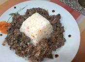 Callampas al vino con arroz