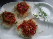 Hamburguesa de arroz con ragú de pimientos