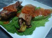 Rollitos de carne y salsa picante