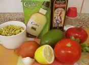 Tulipas de masa de lentejas rellenas con guacamole