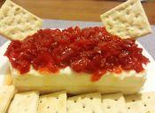 Queso crema con mermelada de pimentón rojo