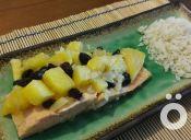 Cómo preparar salmón con piña y pasas