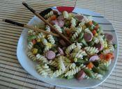 Reciclando comida: salchichas con fideos y verduras