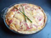 Prepara una tarta de jamón, panceta y queso