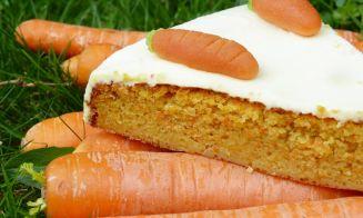 Pastel de zanahoria vegano rico y fácil