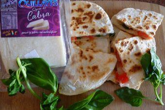 Picoteos de año nuevo: Quesadillas con queso de cabra, albahaca y tomate