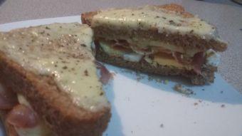 Prepara un sándwich de huevo duro