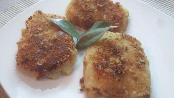Prepara tortas de papa rellenas con queso y carne