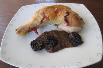 Cómo preparar pollo asado con salsa de ciruelas