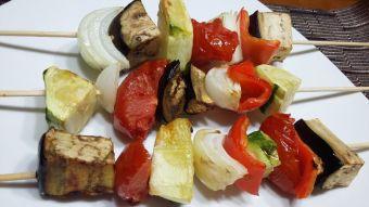 Prepara brochetas de vegetales