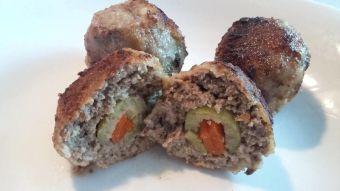 Prepara croquetas de carne molida rellenas con aceitunas