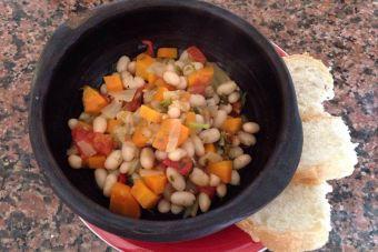 Prepara porotos con tomate y verduras