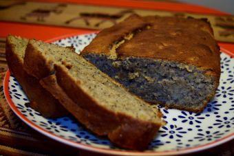 Cómo preparar una torta de banana y amapolas