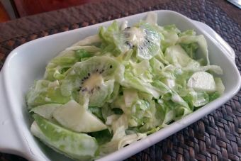 Preparar ensalada de kiwi y pollo