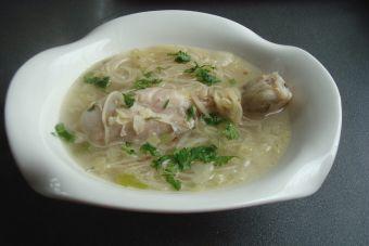 Cómo hacer sopa tailandesa de pollo