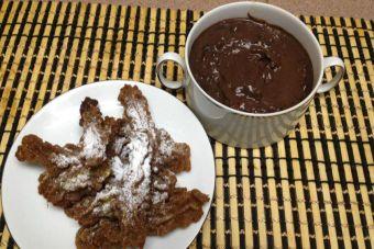 Cocinar churros integrales con chocolate caliente