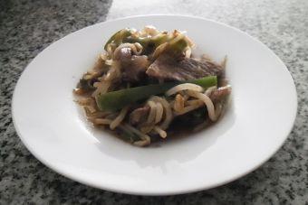 Cocinar carne con diente de dragón