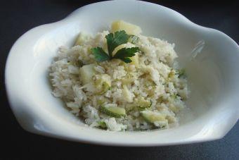 Cocinar arroz con papa y zapallo italiano