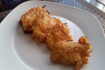 Preparar rösti de zanahoria