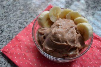 Hacer helado vegano de chocolate y plátano