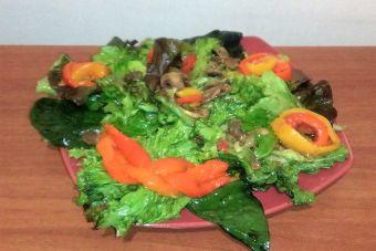Preparar Ensalada de pimentones asados y hojas verdes