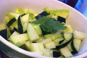Ensalada innovadora: Ensalada de pepinos y manzana verde, mi receta familiar