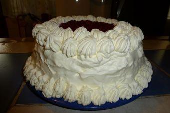Torta de merengue y frambuesas