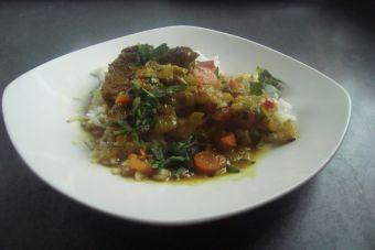 Carne a la cacerola con curry y especias