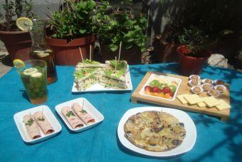 Menú completo para Picnic: arrolladitos de jamón, sándwich, dulces, tortilla e infusiones