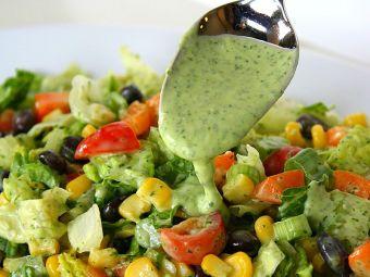 Ensalada veraniega con aderezo de cilantro