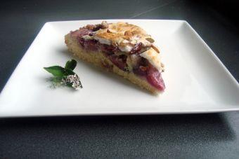 Prepara un Kuchen de guindas con cubierta merengada de almendras