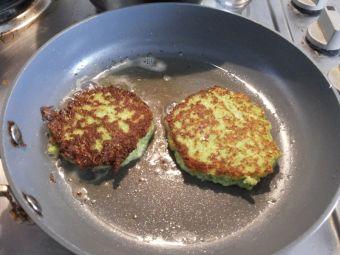 Prepara unas Tortillas de Queso y Brócoli
