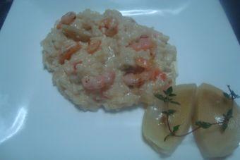 Prepara un risotto de alcachofas y camarones