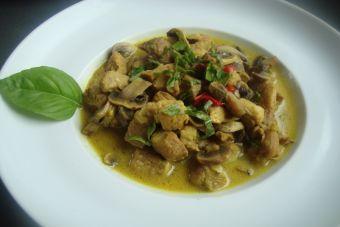 Prepara un curry de cerdo con champiñones