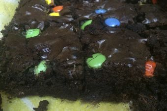 Prepara un Brownie con M&M's