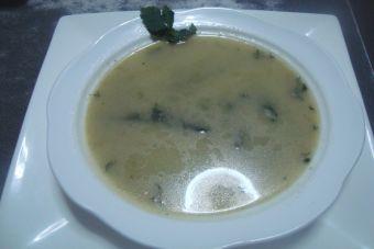 Prepara una Sopa es Espinaca y Alcachofa