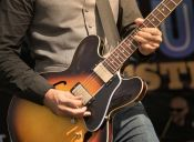 El poder conquistador de una guitarra