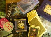 Obsesión por el tarot, horóscopo y brujería