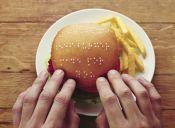La tierna e inclusiva campaña de la hamburguesa Braille
