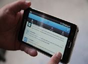 Adiós cigarro post-sexo: smartphones y redes sociales lo reemplazan