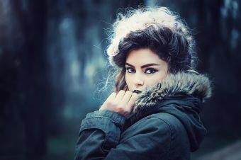Cómo mantenerse abrigada en invierno y verse a la moda