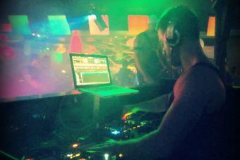 10 cualidades que nos atraen de: los DJ's