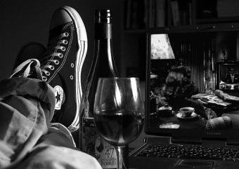 Cómo descorchar una botella de vino con estilo