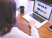 ¿Cómo se popularizaron los sitios de noticias falsas?