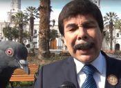 Alcalde de Arequipa es Invadido por Palomas en Entrevista (video)